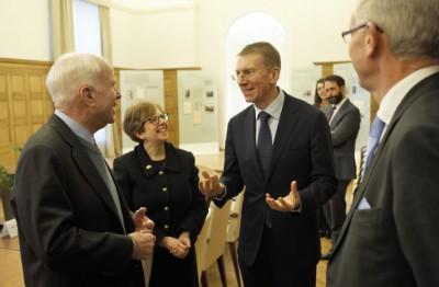 Разведка США, Маккейн и компания, без МИД оформила отношения в Прибалтике и ЕС
