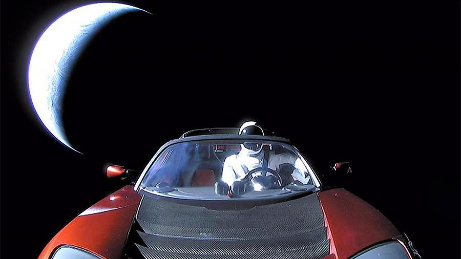 Автомобиль в космосе, — Tesla , дрейфует по просторам вселенной