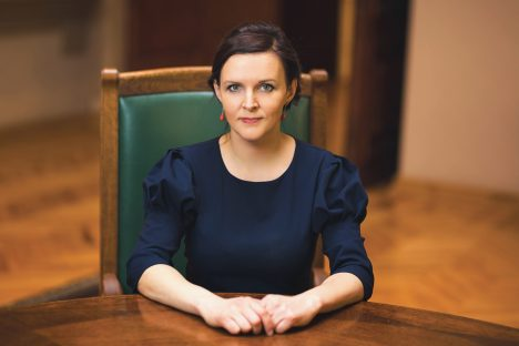 Šadurskis nāk pie vēlētājiem ar cauru maisu, pārejot uz mācībām vidusskolā tikai latviešu valodā
