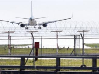Десант пасажиров с гражданского самолёта