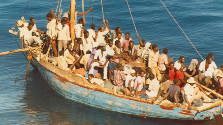Где наш Чапай ЕС — Испанию наводнили управляемые из вне беженцы2021 — Почему Сальвини может, а ЕС чиновники нет?