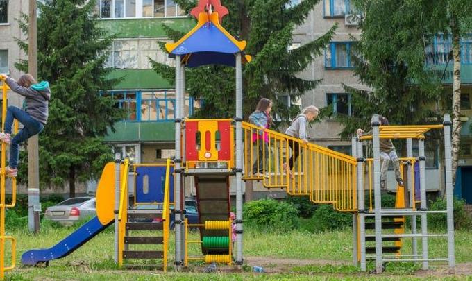 Латвия население уменьшается, рождаемость падает