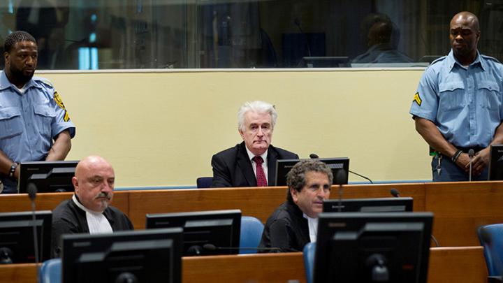 Судилище над сербами и глумление  над  Караджичем