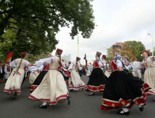 Праздник песни и танцев в Латвии будет не вживую