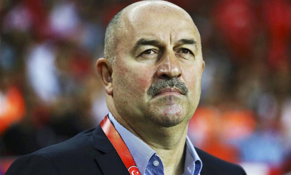 Станислав Черчесов уволен с поста главного тренера футбольной сборной России