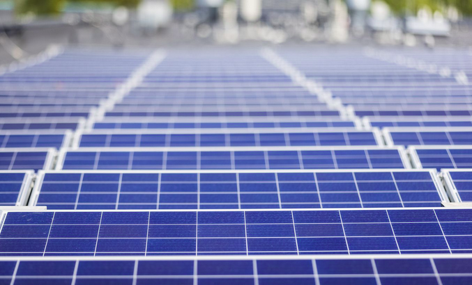 Латвия: солнечные пластины на крыше супермаркета